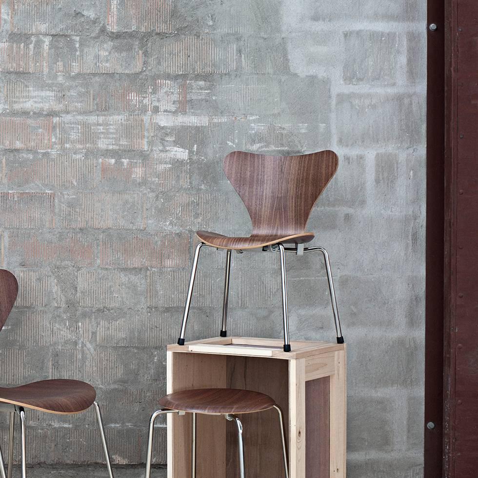 fritz hansen fritz hansen series 7 3177 children 39 s chair. Black Bedroom Furniture Sets. Home Design Ideas