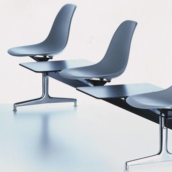 Vitra Vitra Eames Plastic Side Chair op traverse | Zitting bekleed