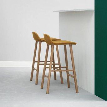 Normann Copenhagen Normann Copenhagen Form Barstool | Houten onderstel | Volledig bekleed