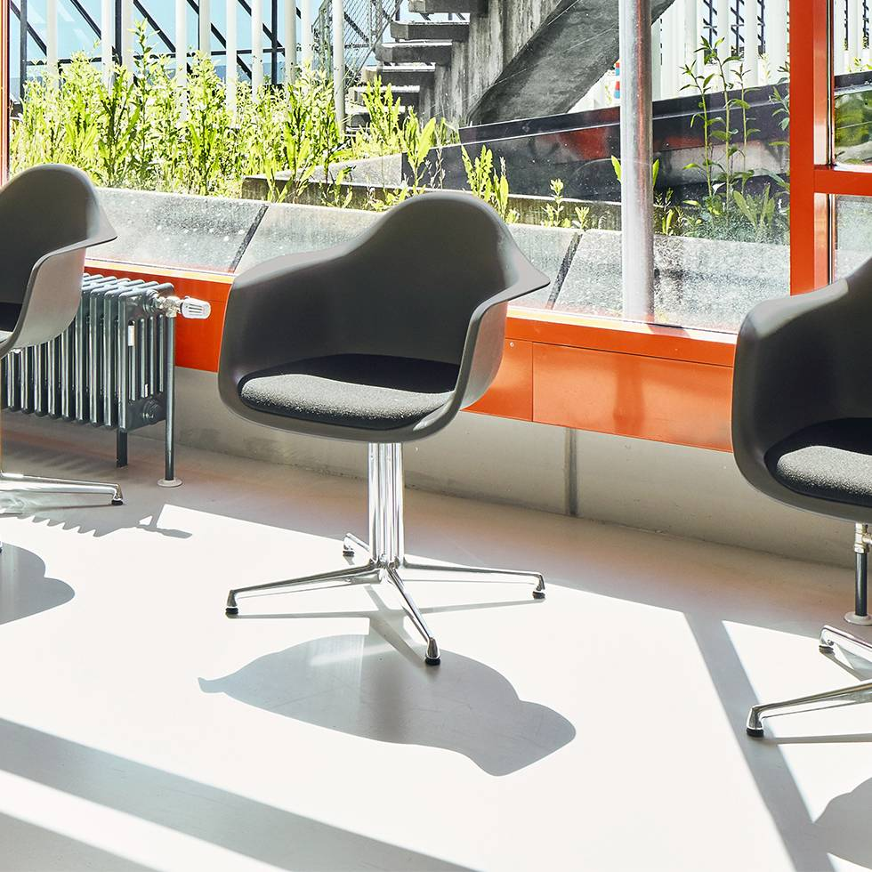 Captivating Article Description. The Eames Plastic Chair DAL Is Designed By Charles ...