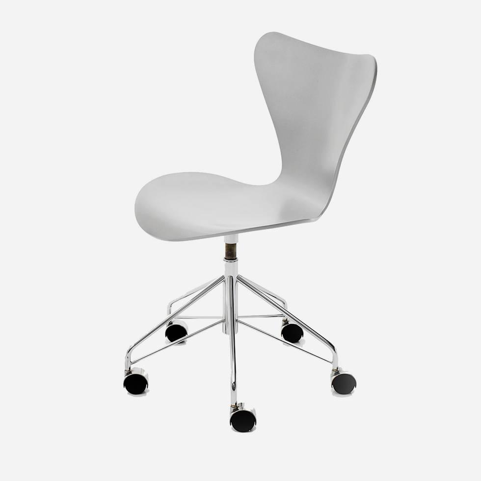 fritz hansen fritz hansen series 7 3117 esche gef rbt. Black Bedroom Furniture Sets. Home Design Ideas