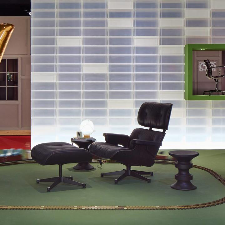 Vitra Lounge Chair & Ottoman   Zwart essenhout