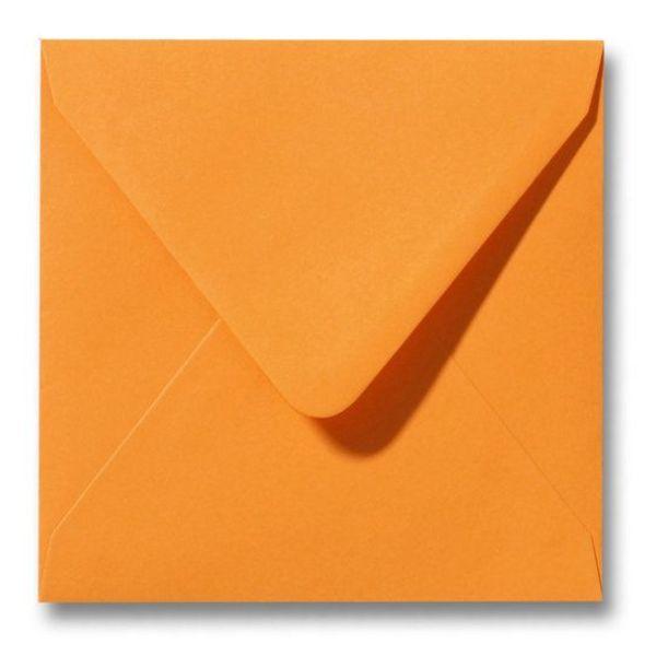 Gekleurde envelop Feloranje
