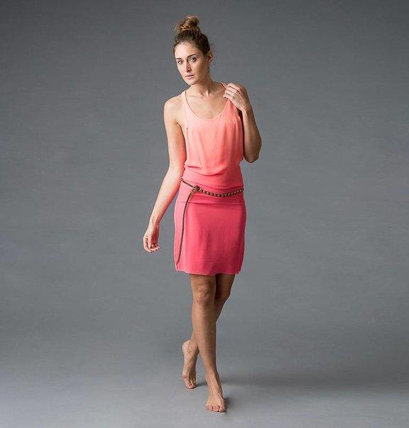 This is Lily Zijden, dip-dye perzik / zalm tanktop jurkje