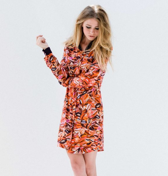 This is Lily Viscose blouse dress with lip print