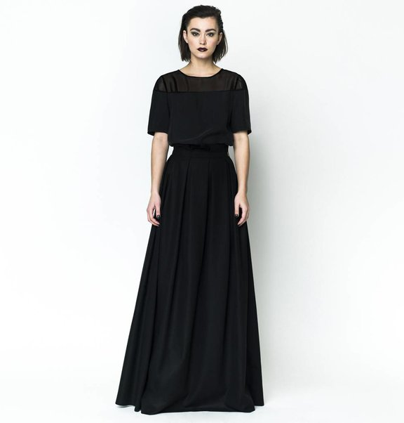 This is Lily Cashmere Wool Skirt Black