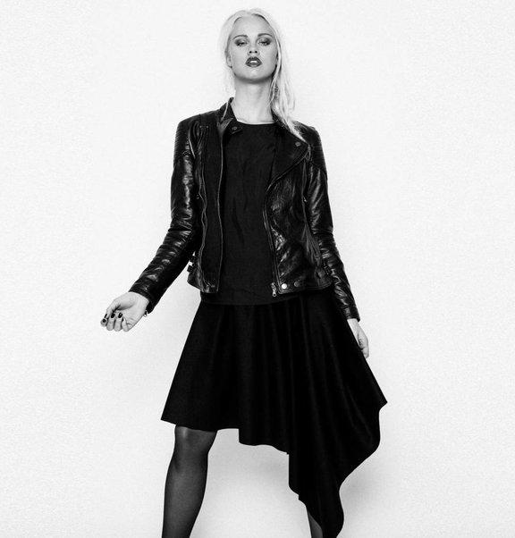 This is Lily Asymmetrische Cashmere Wollen Midi-Rok Zwart