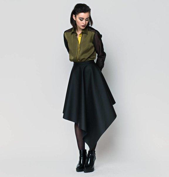 This is Lily Rubberen Asymmetrische Midi-Rok Zwart