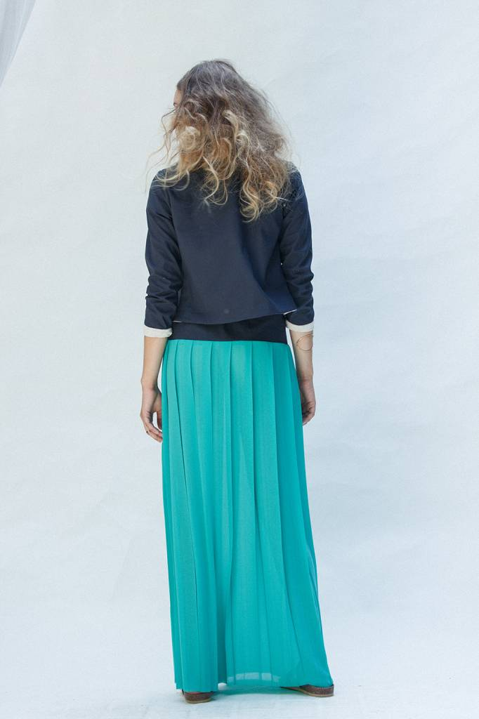 This is Lily Long skirt feathers green