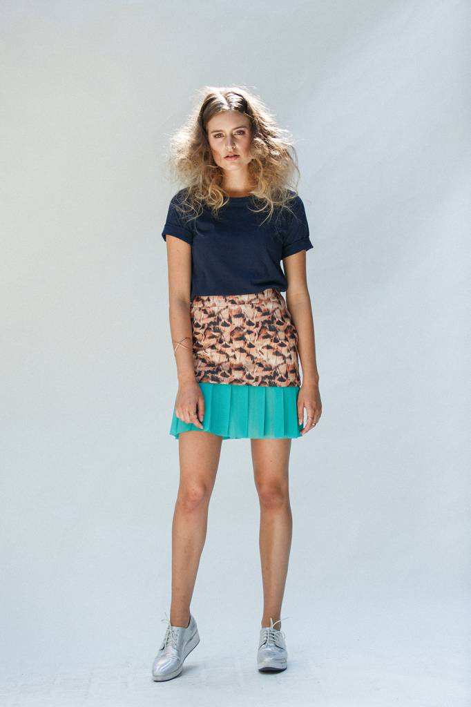 This is Lily Short skirt feather & turquoise plisse
