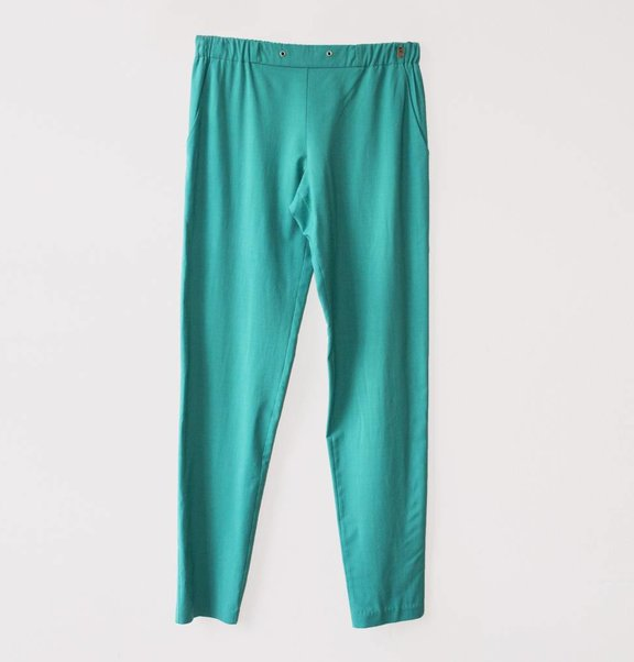 This is Lily Scheerwollen Jogger Turquoise