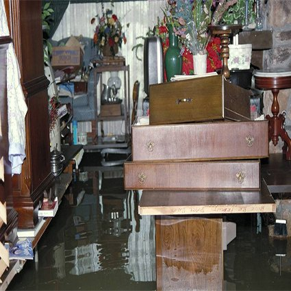 Kelder leegpompen met een dompelpomp | Kelder onder water