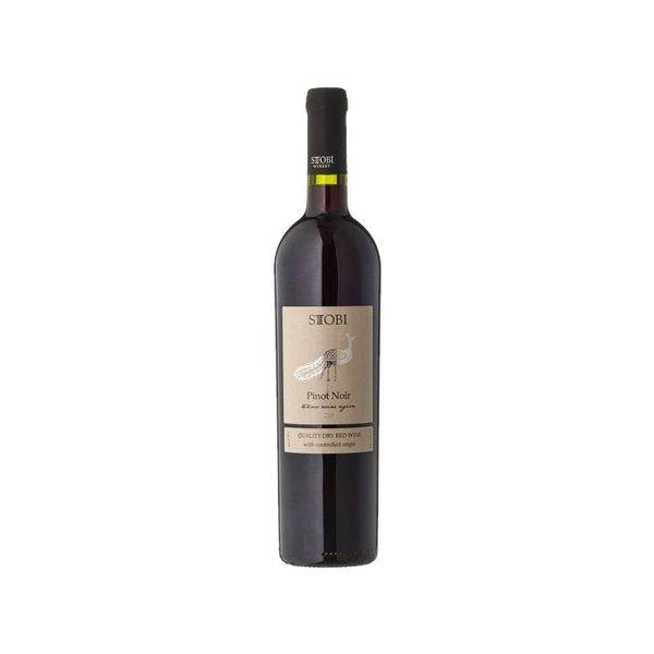 Deze Pinot Noir huppelt glimlachend mee met dagelijkse kost, van karbonaadje tot biefstuk.