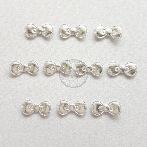 Strikjes applicaties zilver glans 11x22mm (10 stuks)