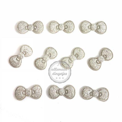 Strikjes applicaties glitter zilver 11x22mm (10 stuks)