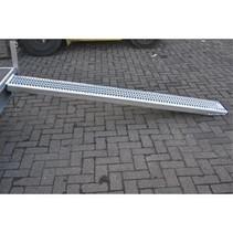 Oprijplaat staal 1 stuk - 2446x300x65 mm - 1100 kg