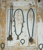 KETINGEN/NECKLACES