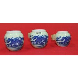 Set van 3 porceleinen hangbakjes