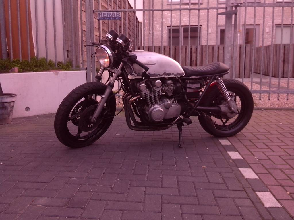 Tuck n roll cafe racer seat black 16 caferacerwebshop com