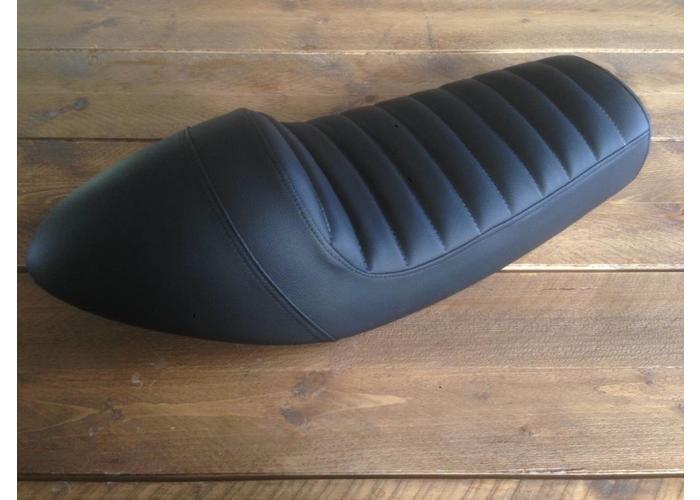 SR400 SR500 Seat Tuck 'N Roll Black 37