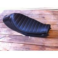 Sportster Tracker Seat Tuck 'N Roll Black 49