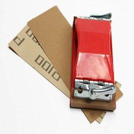 Main bloc de ponçage au papier de verre P100