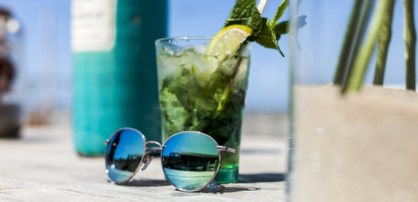 groene spiegelglazen zonnebril