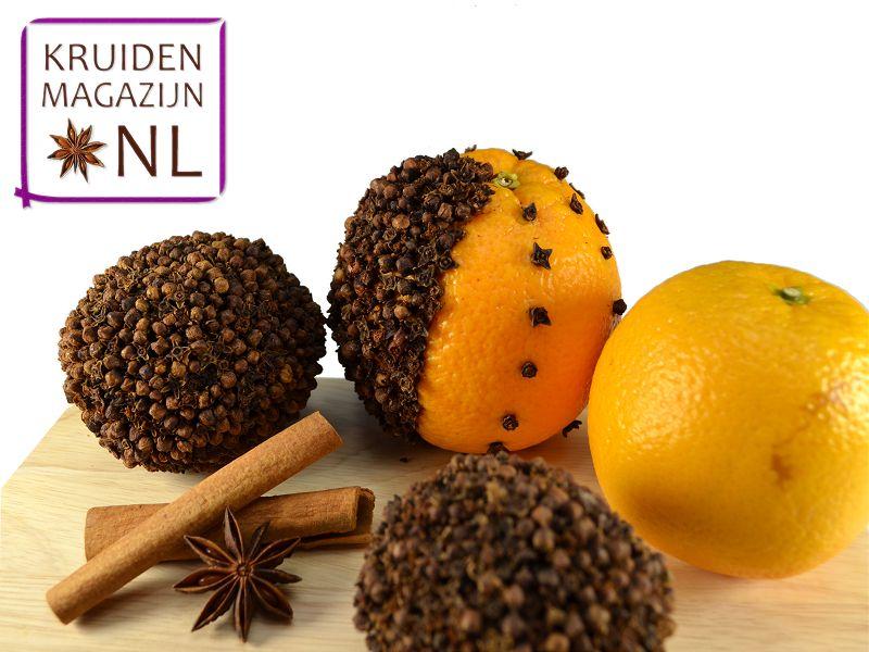 Geurige kruidnagel-sinaasappels kun je eenvoudig zelf maken met de specerijen van Kruidenmagazijn.nl
