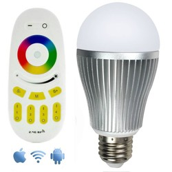 Geeek Wifi RGBW 9W LED Lamp met App en Afstandsbediening