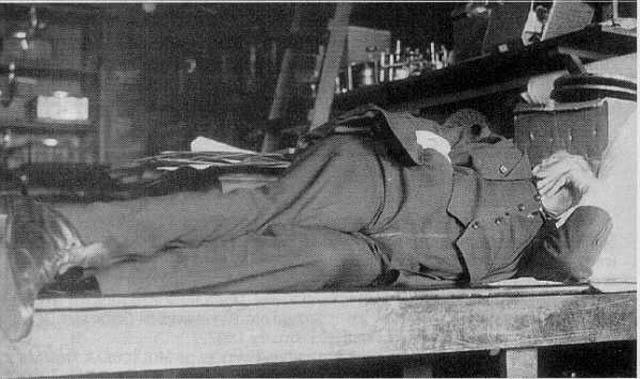 Edison doet dutje op werkbank