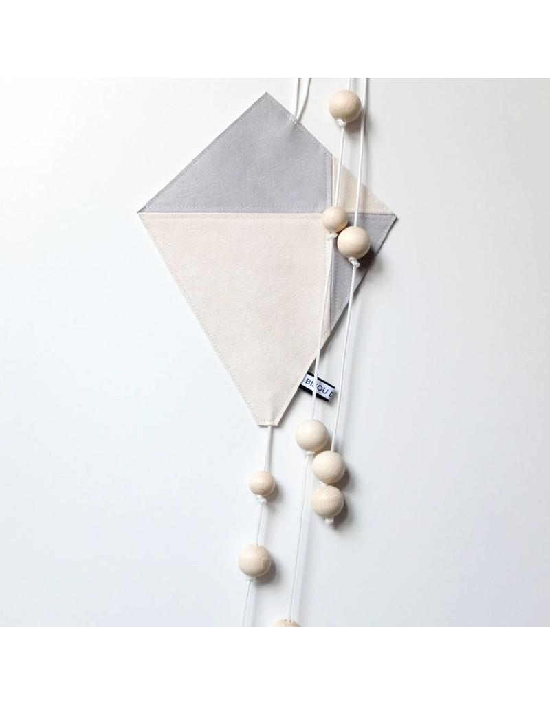 Bisou de Lou Kite | Hanger Grey and White