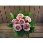 Boeket 6 grootbloemige roze rozen € 19,95