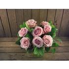 Boeket 8 grootbloemige roze rozen € 21,95