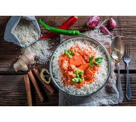Kip Tikka Masala met rijst en sambal goreng boontjes