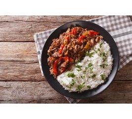 Rundvlees á la caponata Sicilliana met witte rijst