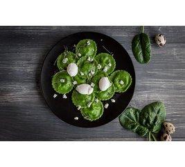 Ravioli met spinazie saus