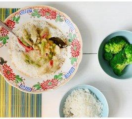 Thaise kip in groene curry met witte rijst