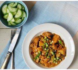 Thaise Massaman curry met gele rijst vegetarisch