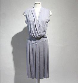 Nougat mouwloze jurk lichtblauw