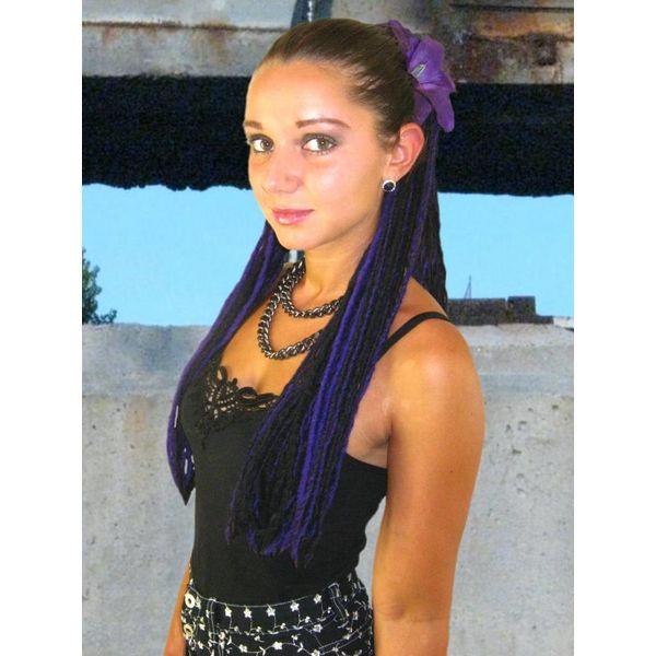 Lila-schwarze Dreads