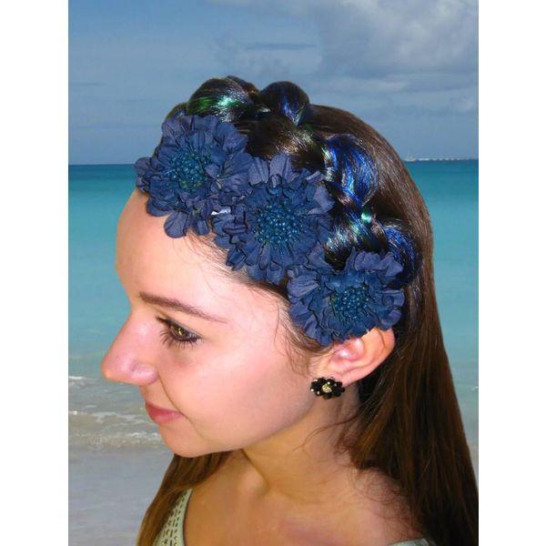 Blau-petrolfarbene Blüten