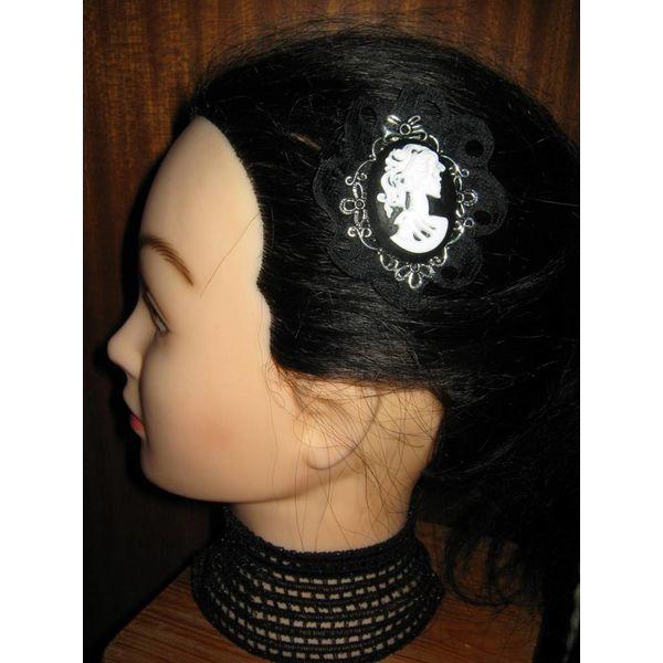 Goth Baroness Cameo Clip