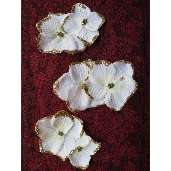 Elfenbein-Goldene Bollywood Blüten