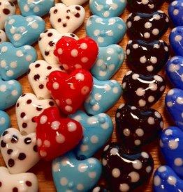 Handgemaakte hartjeskralen met dots