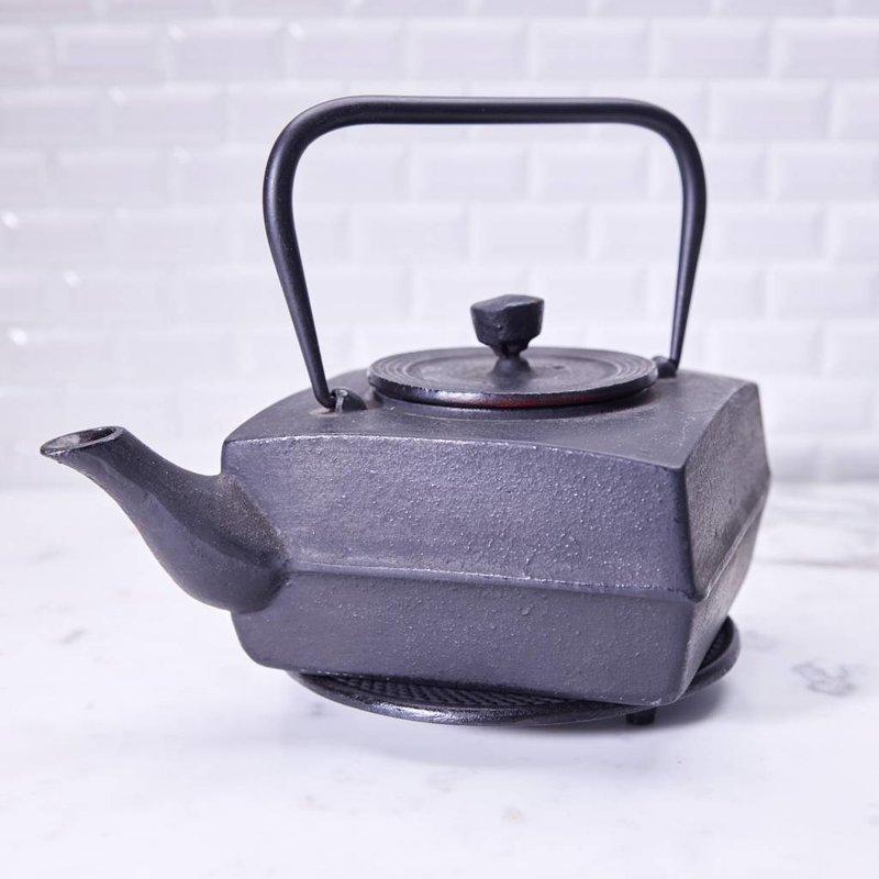 Cast iron Tetsubin, square