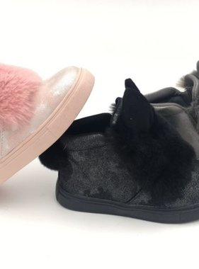 Shoes with fur in pink or black