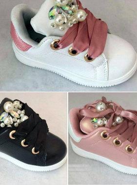 Schoenen met pareltjes in meerdere kleuren