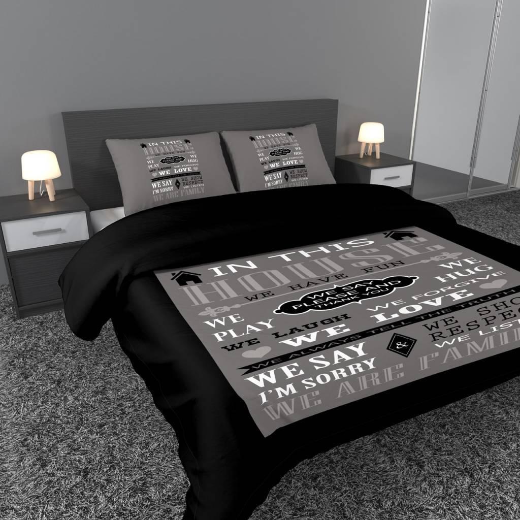 dekbedovertrek met tekst family leuzen in zwart grijs   Bedlinnenexpert