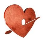 hart met gat en pijl rood