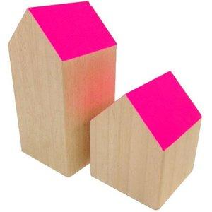 huisje massief hout ca 7 x 7 x 14cm hoog roze